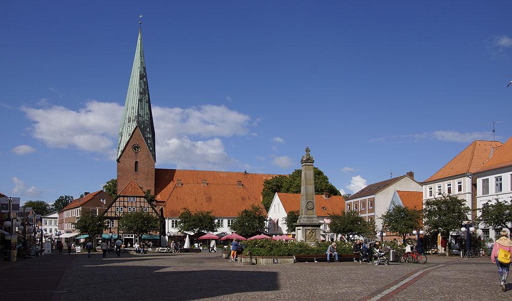 Eutin Marktplatz im Sommer © TraverMedia
